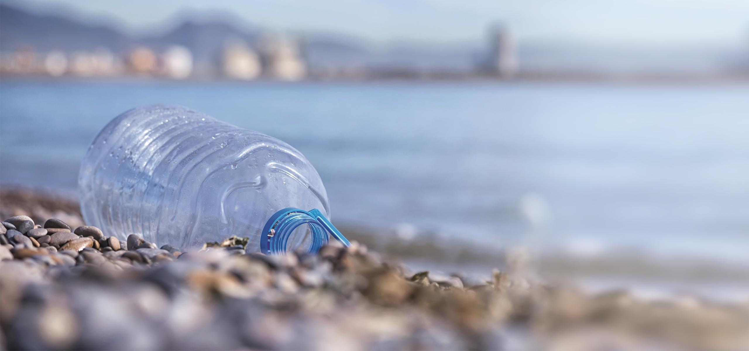 BRITA Abfallvermeidung Plastikflasche Strand
