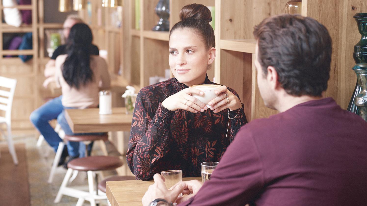 BRITA Wasser Café Bäckerei Paar im Café
