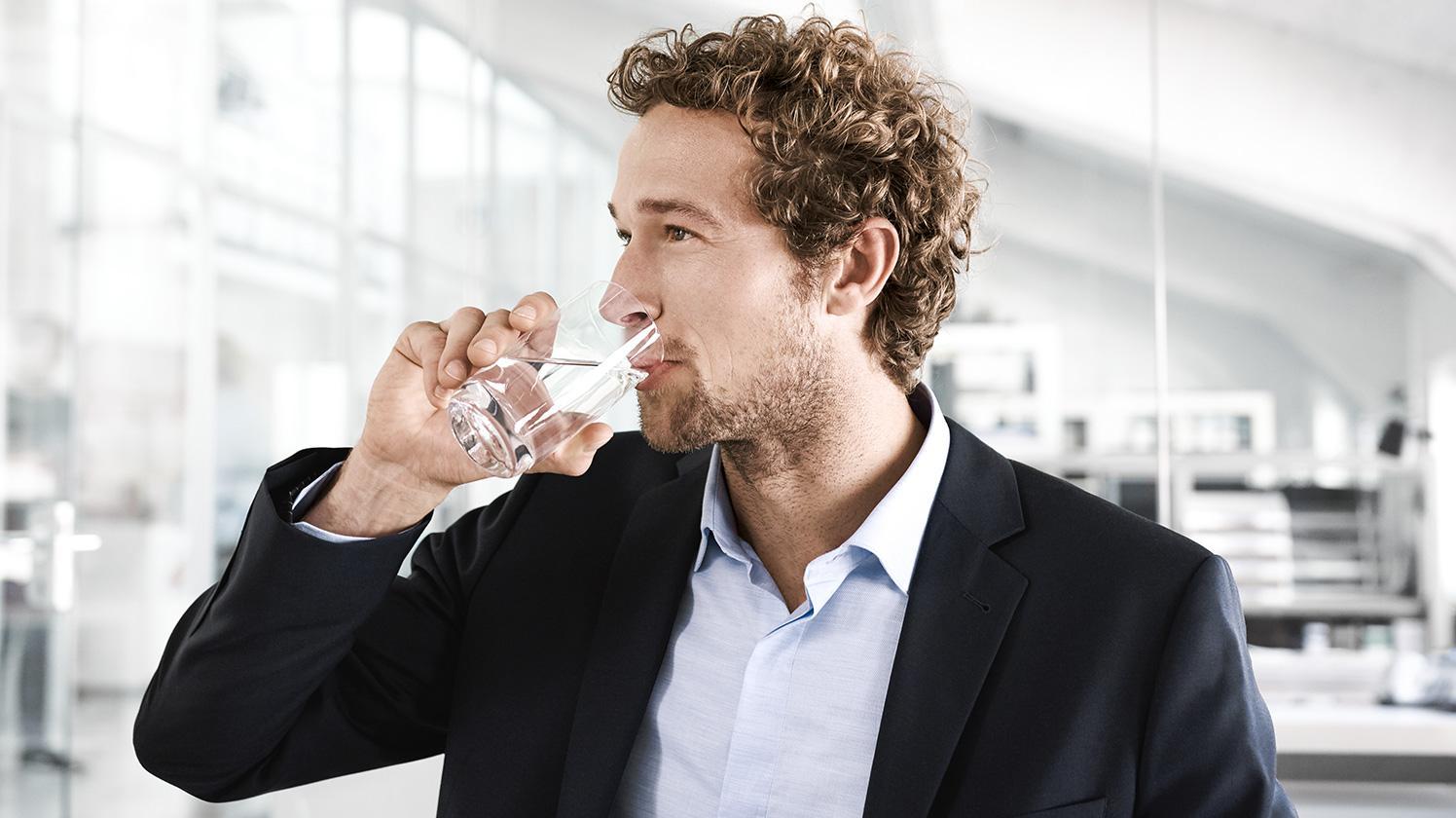 BRITA filter HS1 office man drink