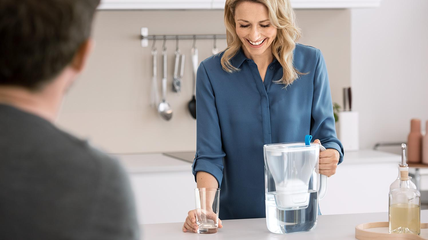BRITA fill&enjoy Style soft blue couple kitchen