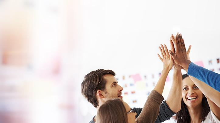 BRITA visie teamwork collega's high-five