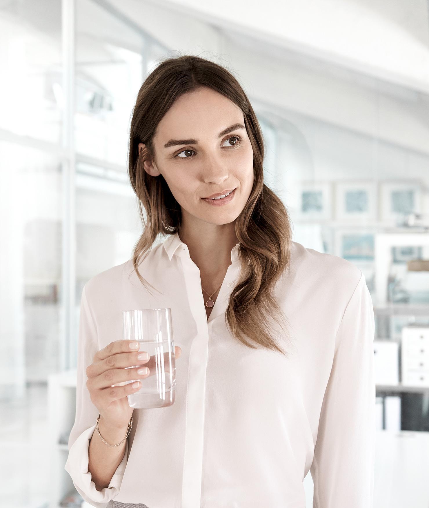 BRITA filter PURITY C 1000 AC office woman glass