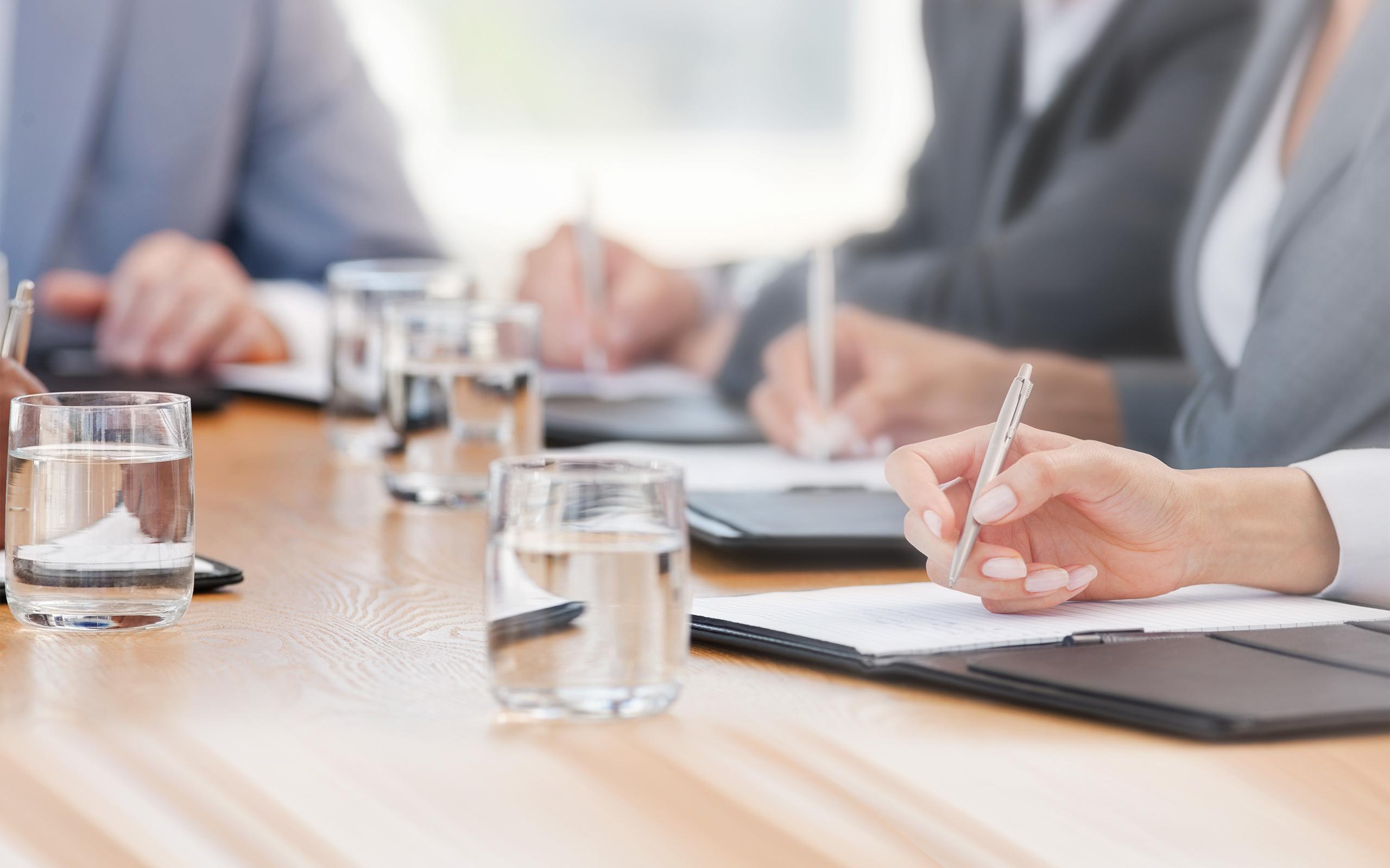 BRITA Wasserspender Konzentration Notizen Meeting