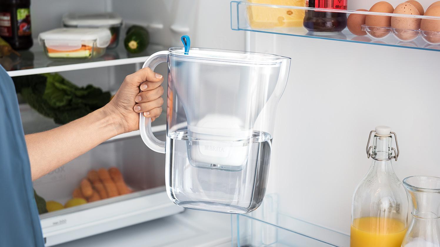 BRITA fill&enjoy Style teal: Mutter am Kühlschrank