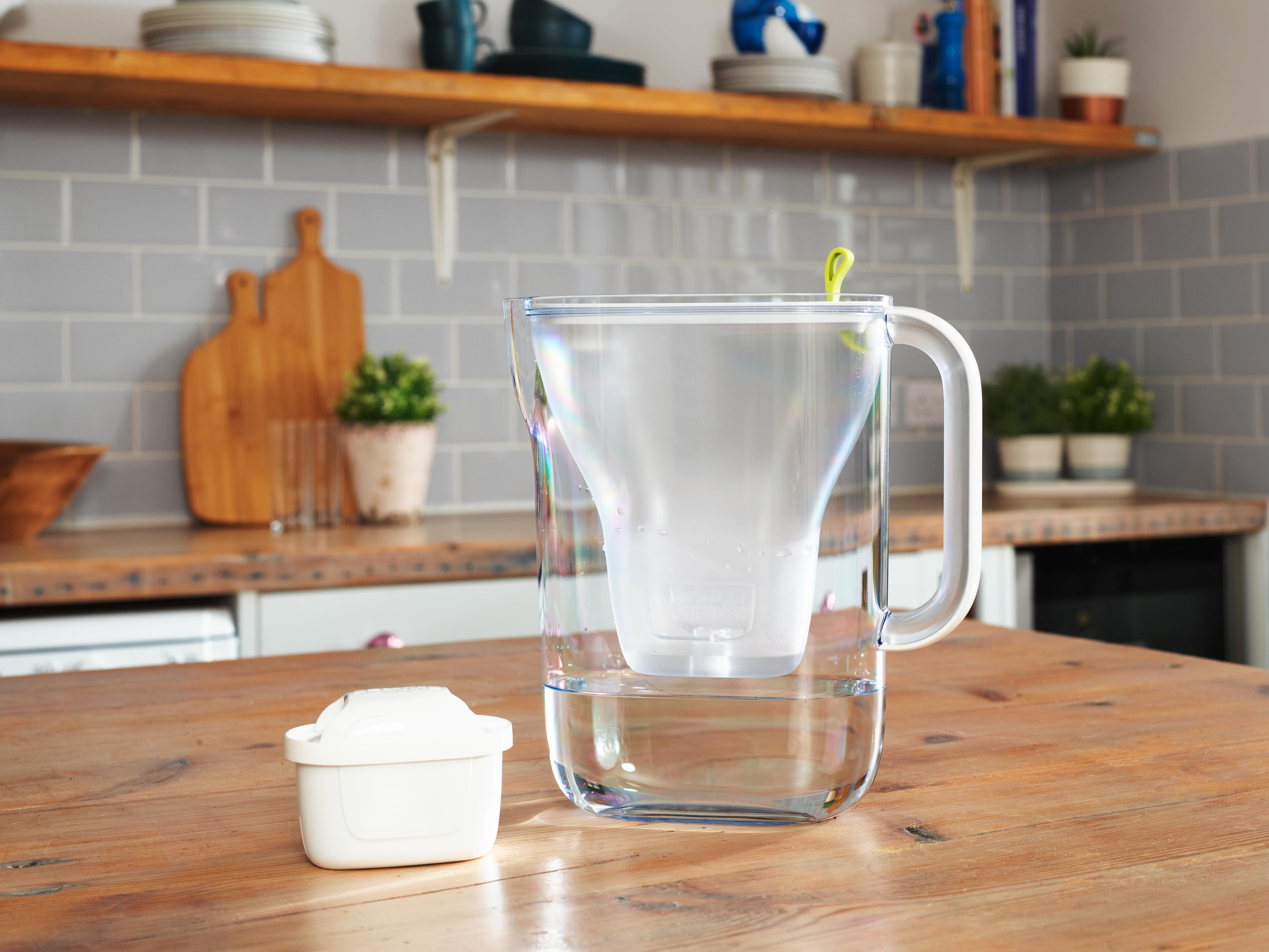 Style waterfilter jug on kitchen table