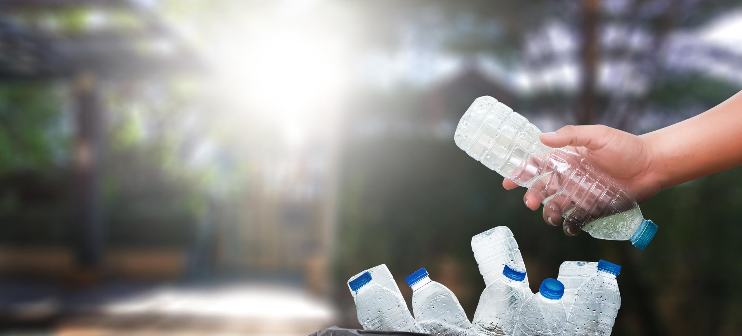 Déchets de bouteilles en plastique