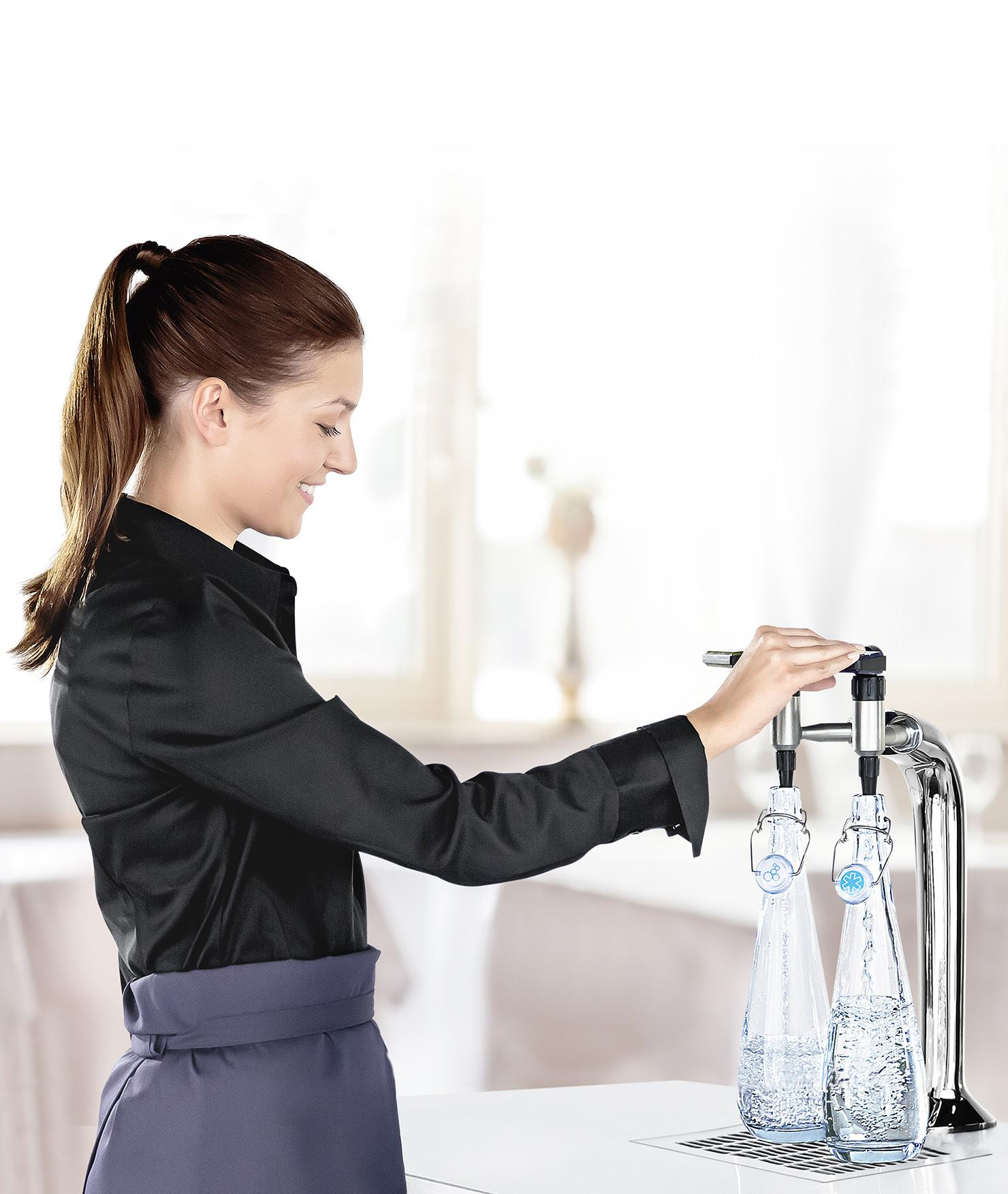 BRITA dispenser VIVREAU Bottler restaurant waitres