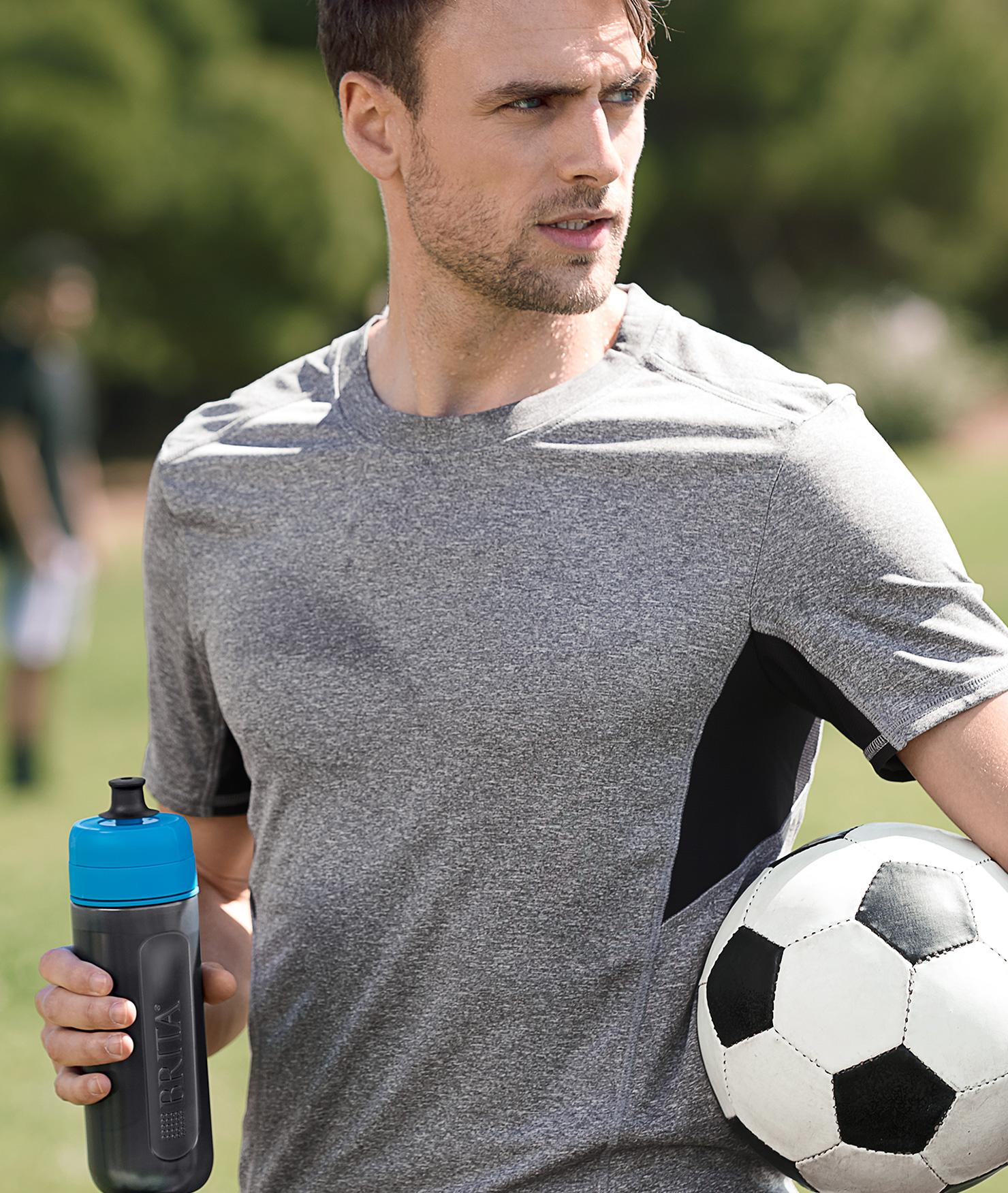 BRITA fill&go Active blue Mann Park Fussball