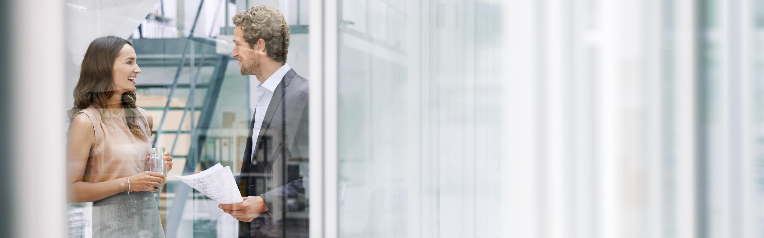 BRITA 採用情報 男性 女性 話し合い オフィス