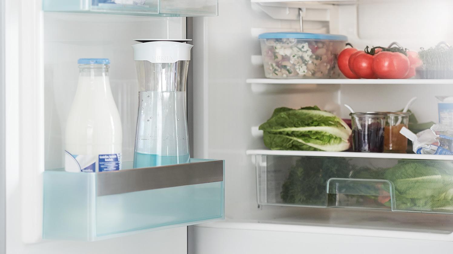 放於冰箱門的 fill&serve 時尚濾水瓶