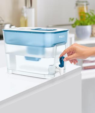 BRITA fill&enjoy Flow濾水箱—正在使用中