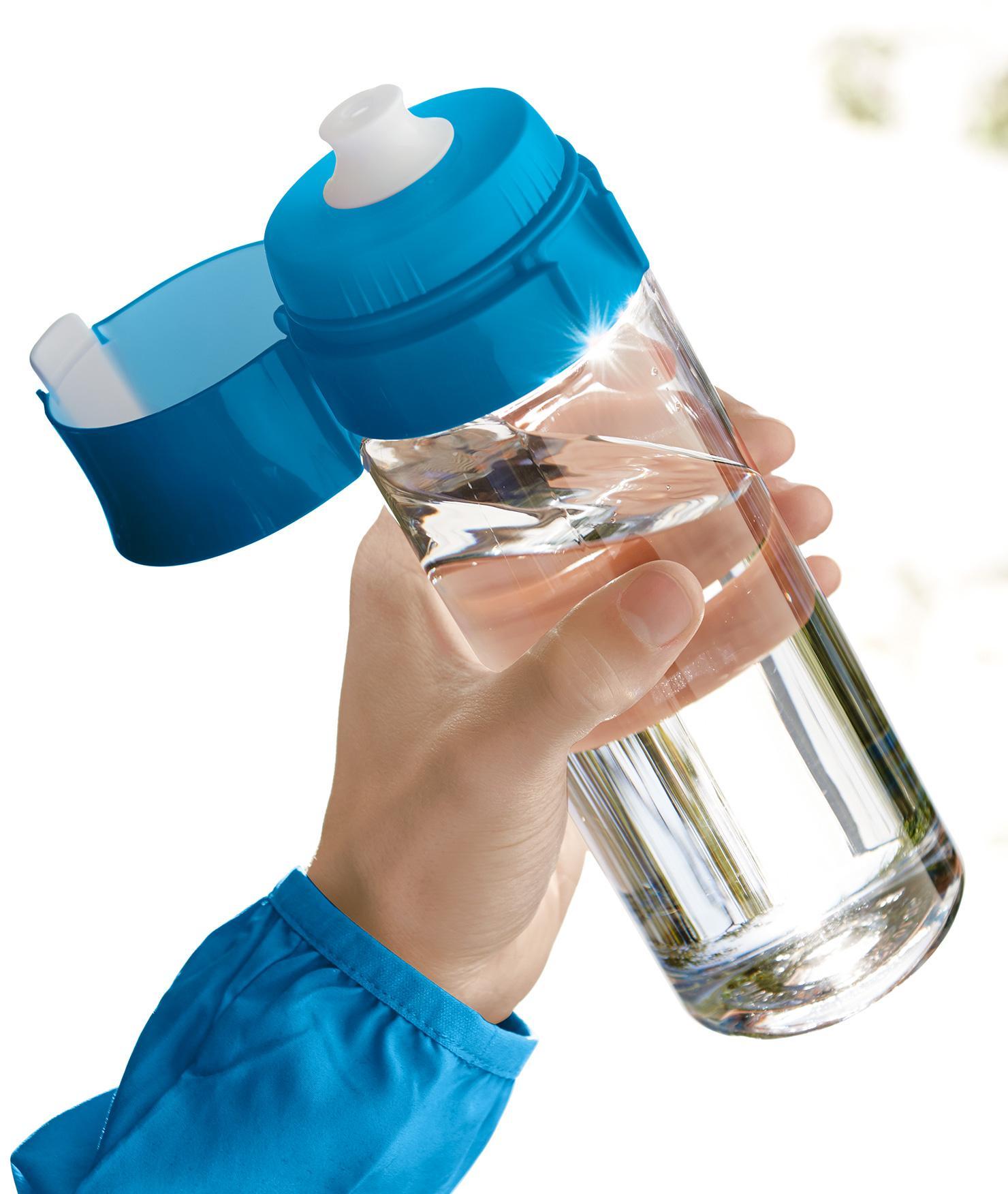 BRITA fill&go Vital 隨身濾水瓶 blue—在公園的男士與運動水瓶