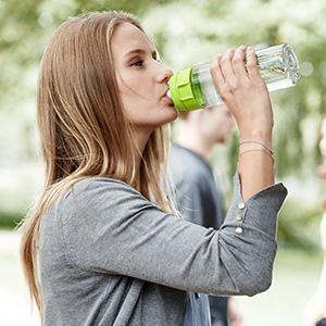 BRITA healthier planet Fill Vital lime woman park