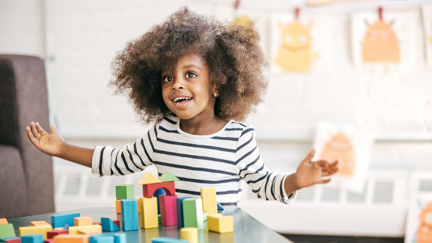 BRITA water for school – girl with toy bricks